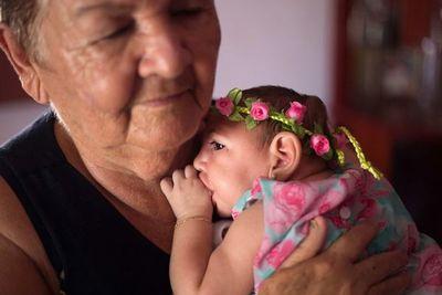 Bebés de madres con zika sin síntomas al nacer muestran leves retrasos en desarrollo