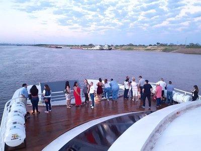 Califican de exitoso primer viaje del Ferry