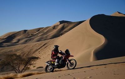 Brabec se impone en motos