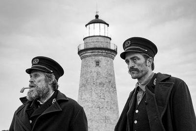 """""""El Faro"""", la espiral de delirio de Willem Dafoe y Robert Pattinson"""