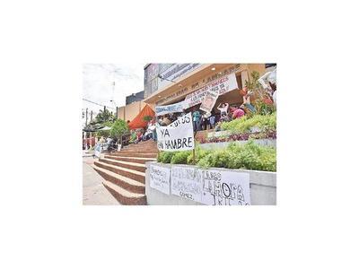 Denuncian descuento ilegal de aguinaldo en la Comuna lambareña