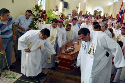 Emotivo adiós a obispo emérito de Concepción