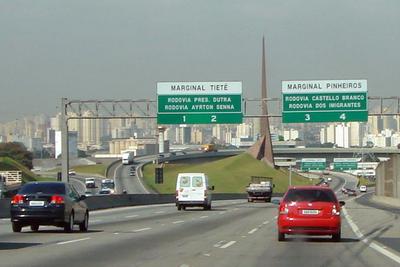 Brasil privatiza la mayor red de autopistas por 30 años