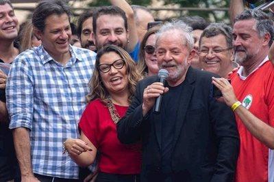 """Lula califica a Bolsonaro de """"lame botas"""" de Trump y critica su posicionamiento en favor de Washington"""
