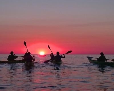 Ofrecen paseo en kayak bajo luna llena de San Ber