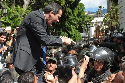 Guaidó busca revivir la calle en su intento por expulsar a Maduro