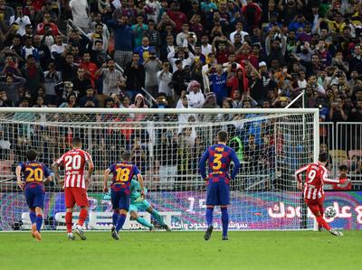 Atlético liquida al Barcelona en cinco minutos y pasa a la final de la Supercopa