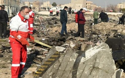 Irán rechaza que un misil derribara el avión e invita a expertos extranjeros