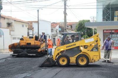 Pavimento de calle Antequera ya avanza en un 50%