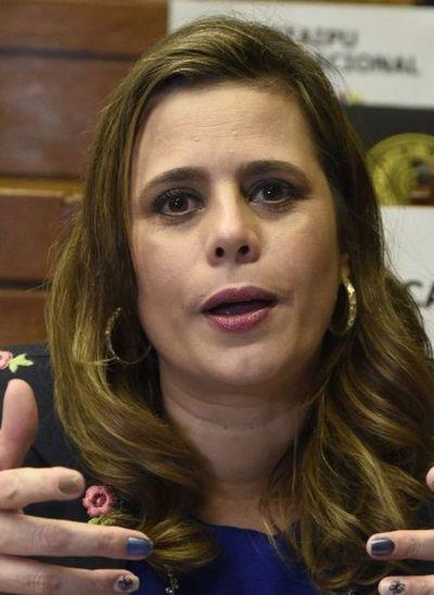Kattya pide vigilar el financiamiento político