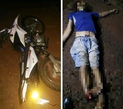 Motociclista embiste y mata a transeúnte