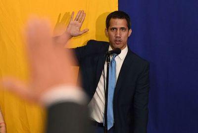 """Guaidó anuncia gestiones para """"reestructuración""""  de Telesur"""