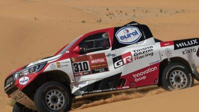 Fernando alonso brilla en el Dakar
