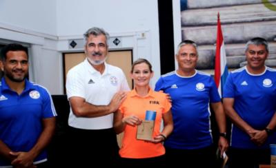 HOY / Árbitros obtienen insignia de FIFA