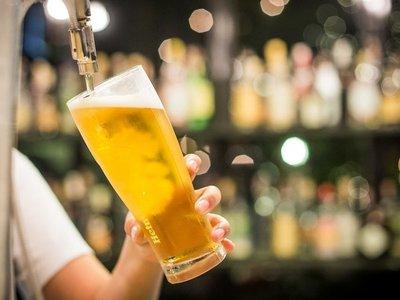 Suspenden ventas de cervecera brasileña investigada por riesgo a la salud