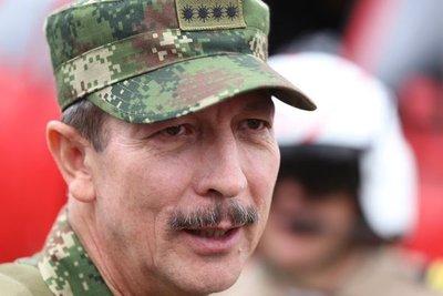 Abren investigación contra el exjefe del Ejército colombiano por espionaje