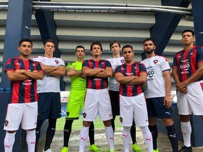 Cerro Porteño presentó su nueva camiseta y no faltaron las críticas