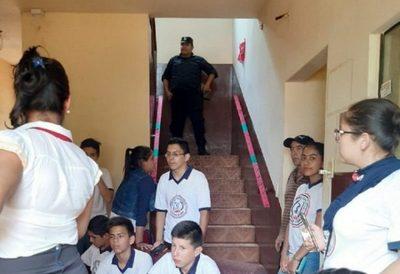 Estudiantes toman Municipalidad de Otaño y exigen intervención