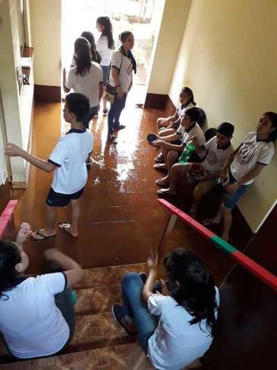 Colegiantes toman Municipalidad de Mayor Otaño y son agredidos por funcionarios.