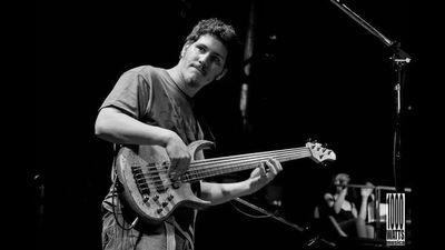 Bajista argentino Andrés Pellican, en Drácena