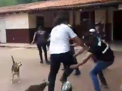 Zorros de CDE corrigen con moquete a Kelembú