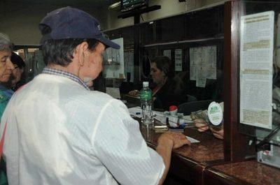 IPS hace reajuste para que jubilados cobren el 50% del salario mínimo desde febrero
