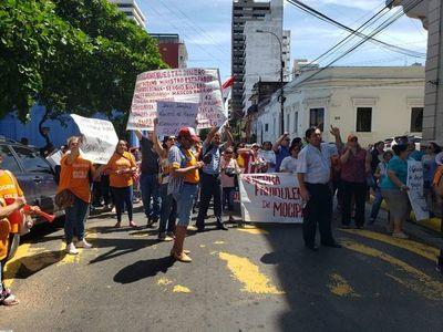 Estafados por Mocipar se manifestaron frente al Ministerio de Urbanismo
