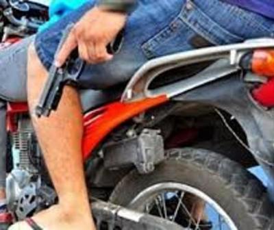 """Así fue el brutal asalto de """"motochorros"""" en Limpio"""