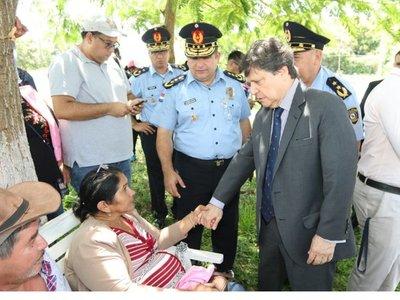 Acevedo visita a familiares de Edelio Morínigo y Félix Urbieta