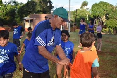 Compatriota entrena gratis a decenas de niños argentinos, para poder sacarlos de la calle