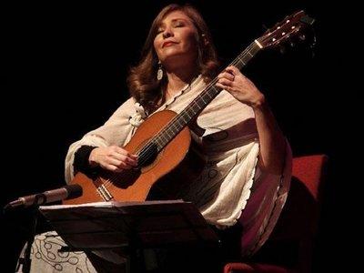 Guitarrista Luz María Bobadilla es designada como directora del IMA