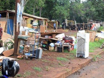 CDE: Desalojan y desmantelan 400 casas en el asentamiento del terror