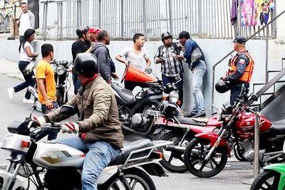 Paramilitares pro Maduro  atacan a líderes opositores