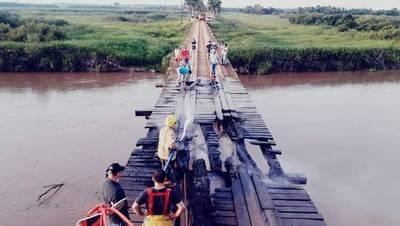 Puente se incendia en Yguazú