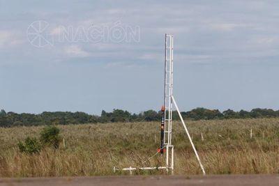 Cohete a escala marca ruta para la aeronáutica paraguaya