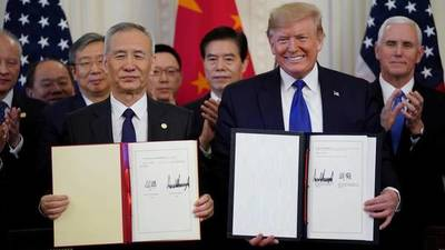 EEUU y China firman acuerdo tras casi dos años de guerra comercial
