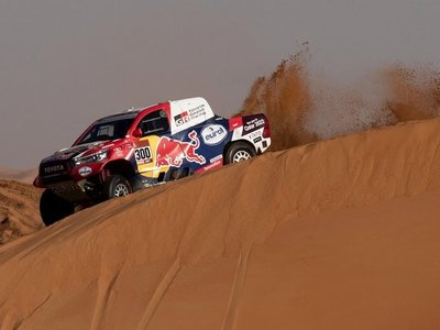 Al Attiyah se resigna a pelear por ser segundo en el Dakar
