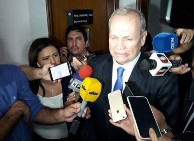 Mario Ferreiro dice que presiones y amenazas de Camilo Soares lo obligaron a renunciar