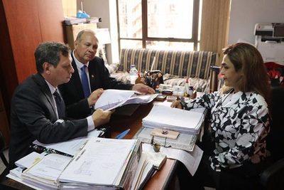 Fiscala cree en existencia de caja paralela y analiza imputar a Ferreiro
