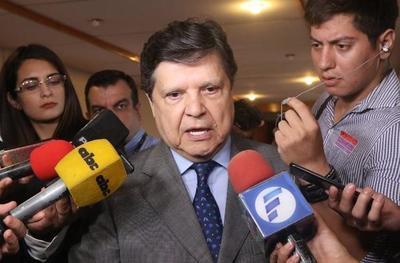 """Ministro insiste en que """"no hay intocables"""" si se viola la ley"""