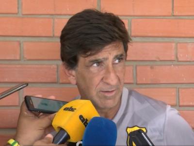 Gustavo Costas manifestó su preocupación por la salida de Claudio Aquino