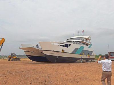Ferry dejó de operar por abolladura