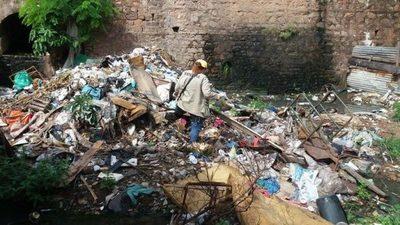 Determinan sanciones por la falta de limpieza de patios baldíos e inmuebles