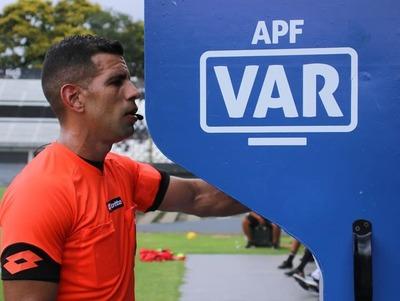 Instructor del VAR dice que árbitros están bien preparados