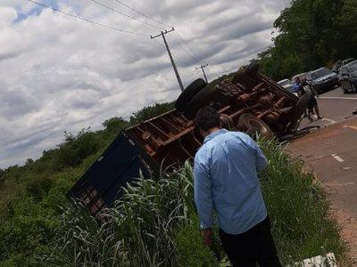 Camión de la Policía Nacional involucrado en un accidente