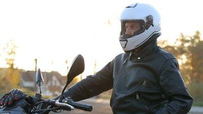Recomiendan el uso de casco, campera y guantes a motociclistas