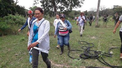 Madre de Edelio Morínigo ingresó a un terreno boscoso para buscar restos de su hijo