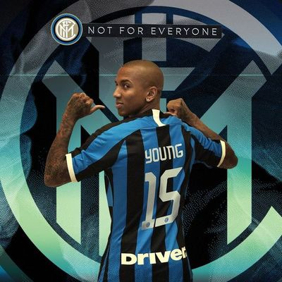 Inter presenta a Ashley Young