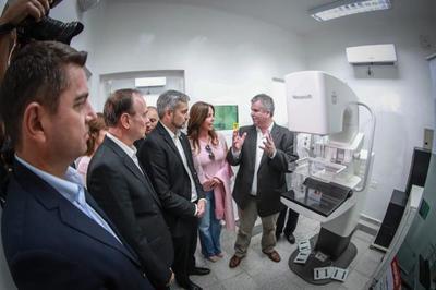 Mandatario inaugura obras y entrega equipos para Unidad de Mamografía del Hospital Regional de Pilar