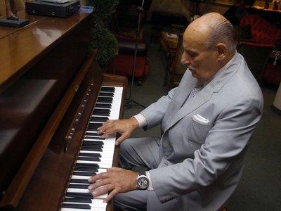 Fallece el maestro Óscar Faella, bautizado como el fantasista del piano